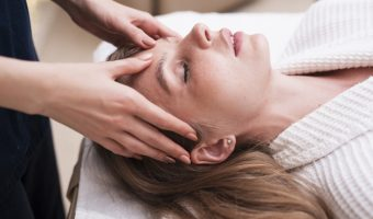 head-massage-on-relaxed-woman-at-spa_23-2148345775