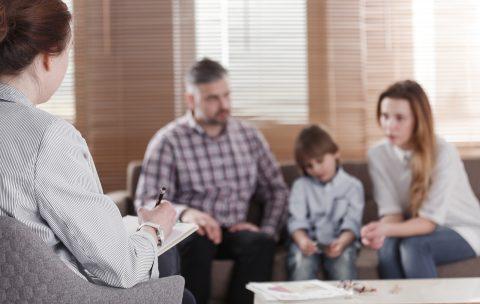 simptom u rebenka kak proyavlenie disfunkzionalnyh otnosheniy v sem`e. praktika semeinogo konsultirovaniya